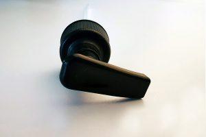 Musta pullopumpun hattu 28/410 soikea malli