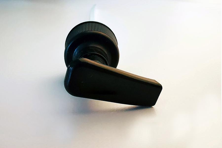 Muovi Pullon Pumppu 28/410 SLIM malli musta