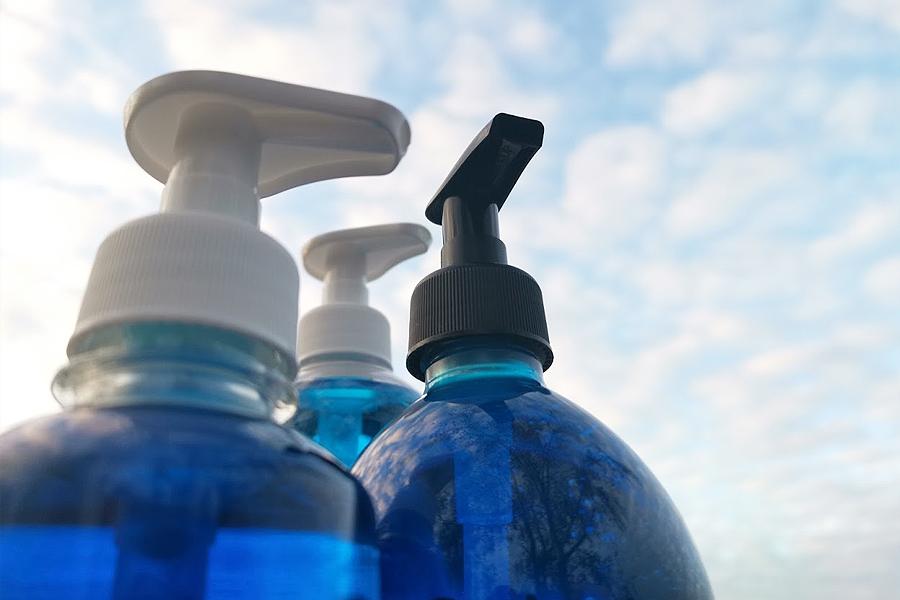 Musta SLIM ja VAlkoinen STANDARD pullon pumput 28/410 PET pulloissa
